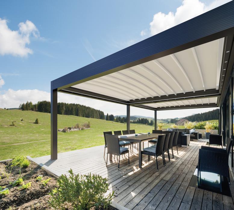 MED ZENIT. Pergola in alluminio con tetto perpendicolare alle gambe e copertura in PVC impacchettabile