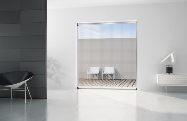 VERA - Zanzariera a scorrimento verticale con avvolgimento a molla, adatta per porte/finestre; viene fornita su misura
