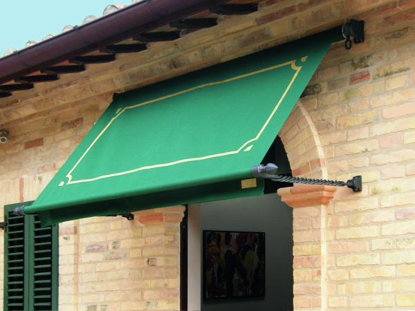 Forgiato - Decori esclusivi e massima cura artigianale. / Forgiato - Particular manufacturing care for these awnings with exclusive decors.