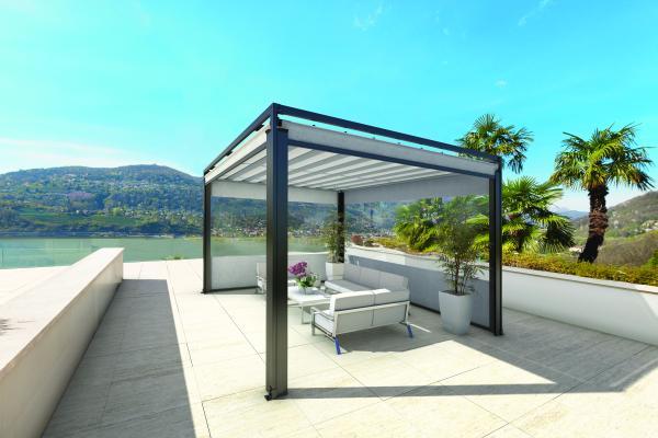 PARAVENTO - Sistema di chiusura perimetrale per garantire una protezione completa dal sole e dal vento anche agli spazi più esposti. Le guide riparano dagli spifferi laterali.