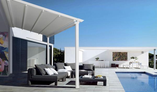 PERGOSMALL R140. Una pergola che valorizza qualsiasi ambiente - protezione dal sole, pioggia e vento - dimensioni massime mod. singolo 450x500 cm e mod. doppio 900x500 cm.