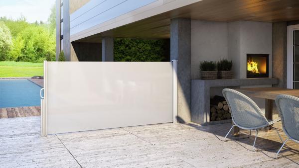 ELY: tenda verticale modulare dal design compatto, perfetta per spazi in cui si desidera maggiore privacy.