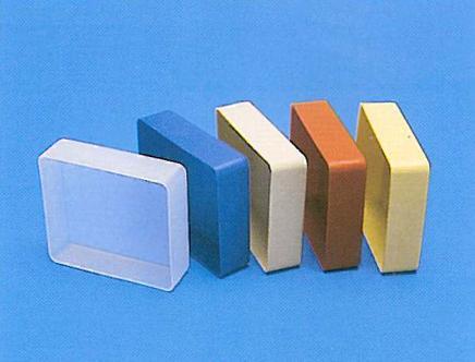 Tappo cassonetto 35 e 50 mm in PVC neutra o colorata. / Tape lock for 35 and 50 mm realized in milky or colored PVC.