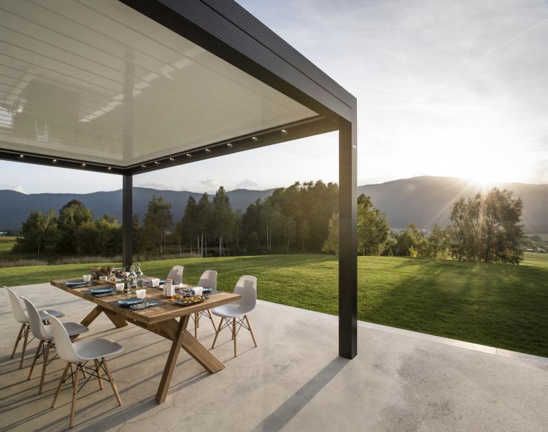 MED TWIST. Pergola bioclimatica in alluminio con tetto in lame orientabili