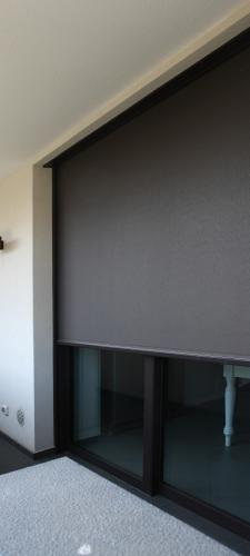 Zipscreen2: Protezione solare in tessuto, clima gradevole in casa, si evitano gli sguardi indiscreti.