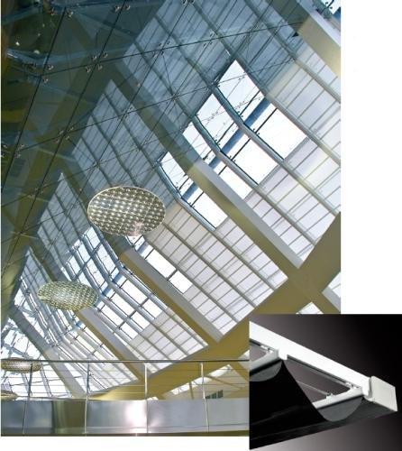 GARDEN 451 - sistema per tende a lucernario di grandi dimensioni con azionamento a motore / GARDEN 451 - system for large skylight curtains with motor drive