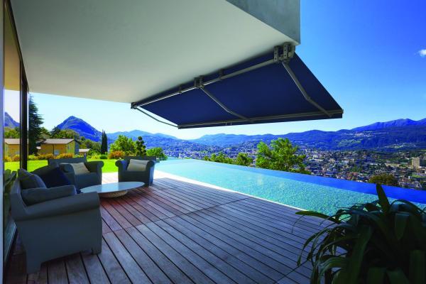 M1 SMART - Perfetto per terrazze di grandi dimensioni, è un sistema di m.4x2,5 a braccio articolato con supporto a barra quadrata facile ed efficiente, compatto e versatile.