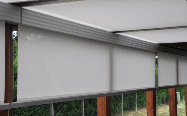Serie di AIRE RAY installate su struttura pre esistente. / A set of AIRE RAY installed on a pre existing structure.