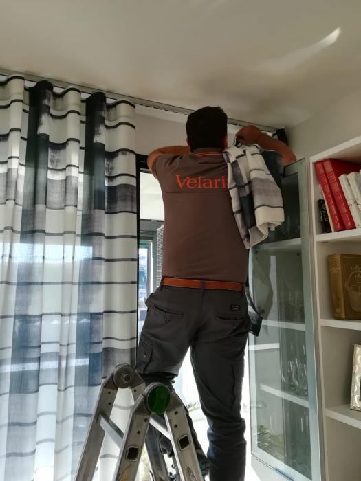 Installazione di tende in tessuto Kinnesand Kvadrat