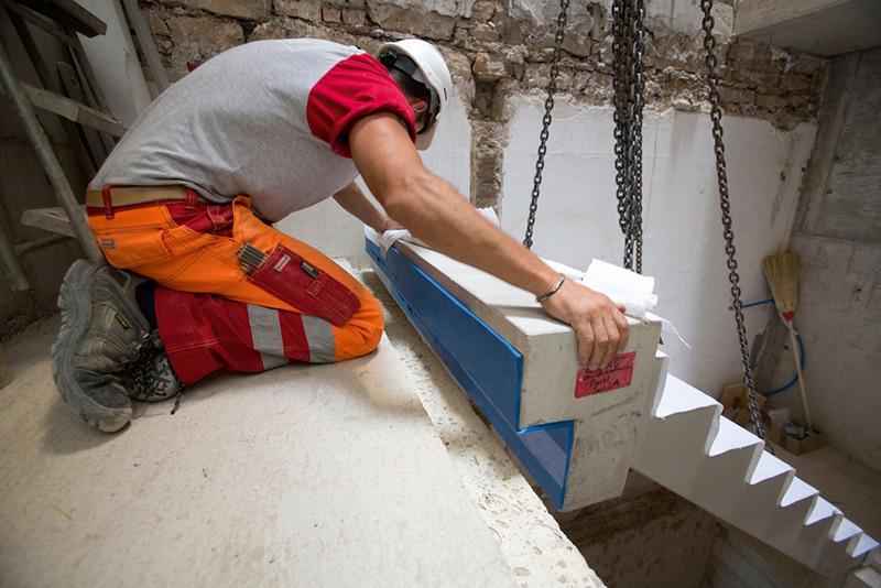 Tronsoleo è compatibile e può essere applicato con qualsiasi tipo di opera, sia con scale diritte che a chiocciola (Foto Schock Italia)