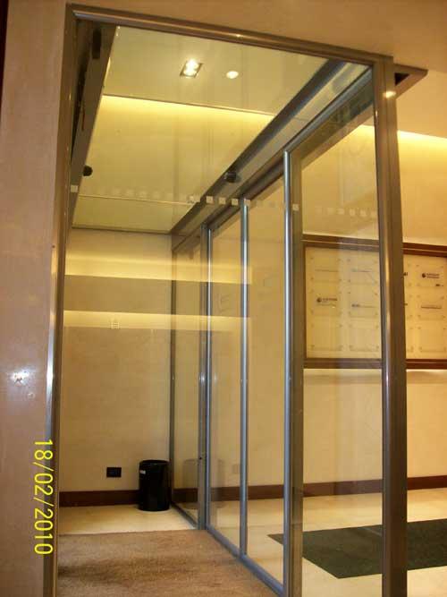 Bussola di accesso aziendale con doppia porta automatica