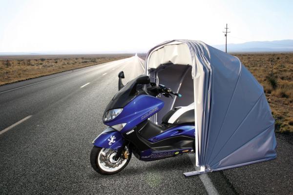 Il Motobox è una copertura leggera per veicoli a due ruote (moto, ciclomotori, scooter, ecc...)