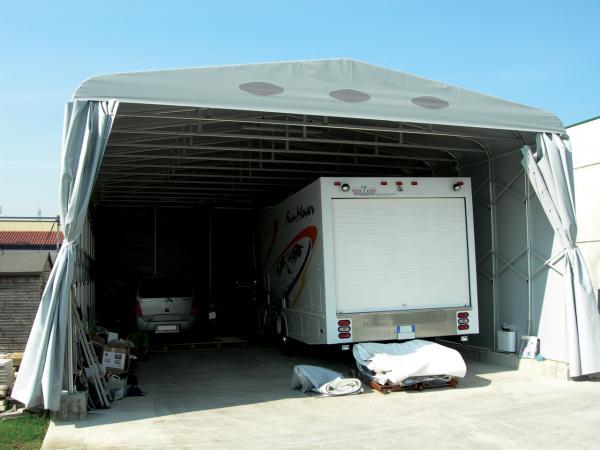 Il Maxi Box raggiunge la massima dimensione realizzabile per un box auto utilizzando profili di alluminio standard.
