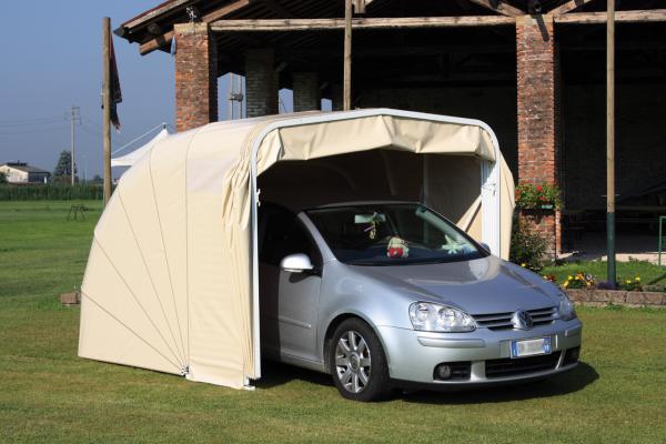Il Box Modulare è la classica copertura per automobili a chiocciola, che permette di proteggere le vetture dal sole e dal cattivo tempo (pioggia, grandine).