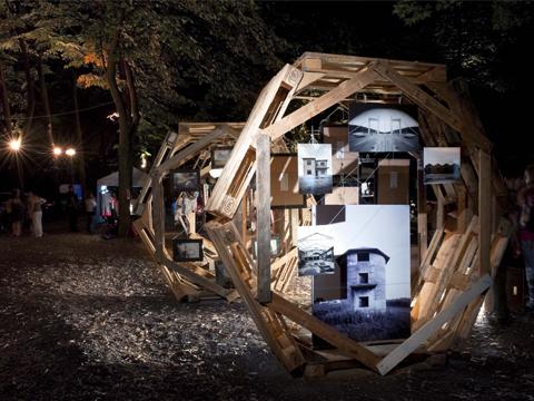 Architettura e riuso creativo esagomo modulo espositivo for Oggetti per architetti