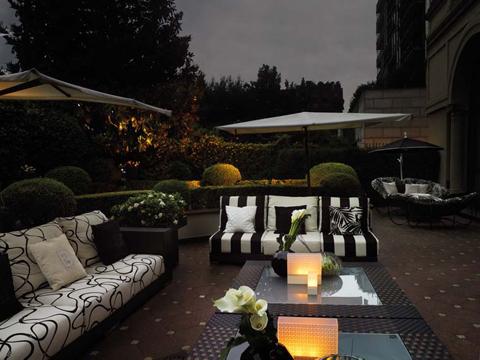 Contract outdoor fendi casa arreda il giardino dell 39 hotel for 3 stelle arreda