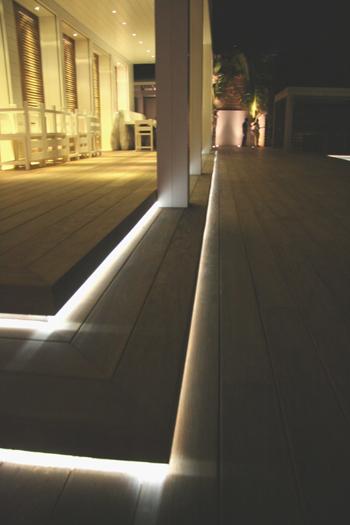 Illuminazione illuminati illuminazione illuminati specchi da bagno illuminati - Sfere luminose da giardino ikea ...