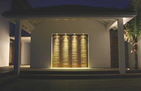 Contract e illuminazione led il sand club hotel nelle antille interni e contract - Illuminazione esterna casa ...