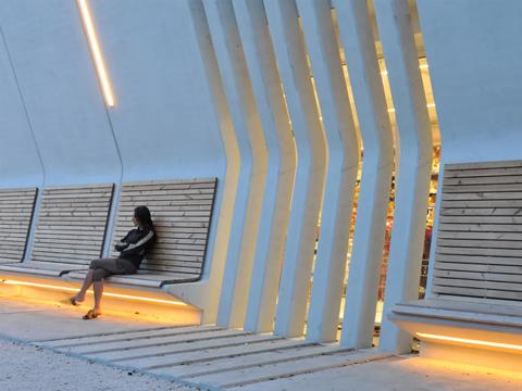 Architettura e spazio pubblico la facciata come arredo urbano for Un arredo urbano