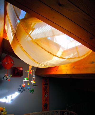 Sottotetti ten za l 39 estetica della tenda di design e l for Zanzariere per velux