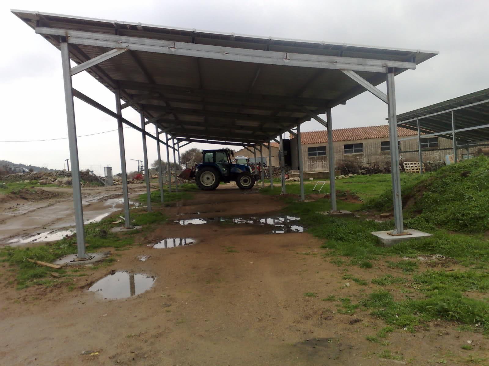 Abusi edilizi per realizzare il fienile in ferro e for Costruire un garage su un terreno in pendenza