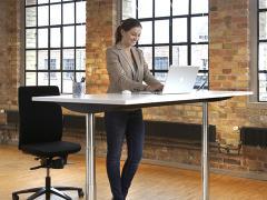 Tendenza home office: desk sit-stand di LINAK