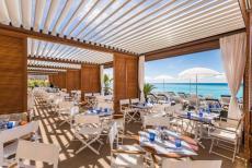 Le pergole bioclimatiche Pergoklima R 600 di BT Group per un ristorante sulla spiaggia di Nizza