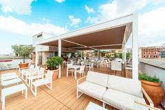 Non solo ombreggiare, le soluzioni KE per la terrazza-bar di un hotel